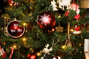 Décorations d'un sapin de Noël