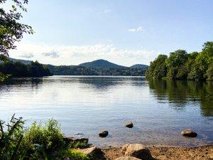 Lac en auvergne