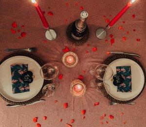 Table décorée pour la Saint-Valentin